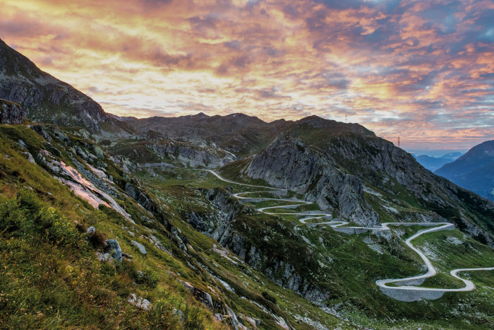 Switzerland. ganz natuerlich. Sonnenaufgang auf dem St.Gotthard mit Sicht auf die Tremola. Switzerland. get natural. Sunrise on the St. Gotthard with a view to the Tremola. Suisse. tout naturellement. Lever de soleil sur le Saint-Gothard avec vue sur la Tremola. Copyright by: Switzerland Tourism - By-Line: swiss-image.ch / Andre Meier
